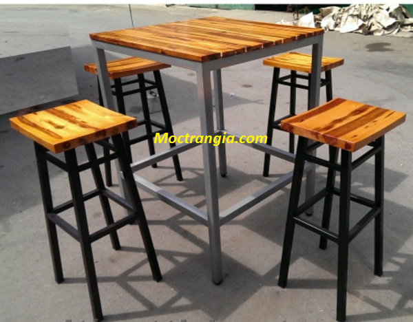 Bàn ghế chân sắt mặt gỗ_Moctrangia